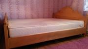 Кровать 2-х спальная с матрасом,  бу,  нат. дерево в хорошем состоянии